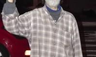 Homem que cursou faculdade e compôs Rock nos anos 70, cata lata para sobreviver