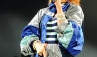 Rihanna, sem calcinha, deixa partes íntimas à mostra em show