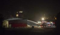 Avião bate em hangar e pega fogo nos EUA