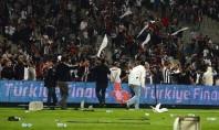 Felipe Melo causa briga generalizada na Turquia