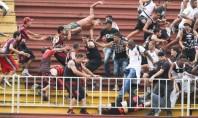 Em Atlético-PR x Vasco, torcedores tem de ser retirados de helicóptero em Joinville