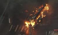 Moradores do Campo Limpo protestam contra enchente e queimam 3 ônibus em SP