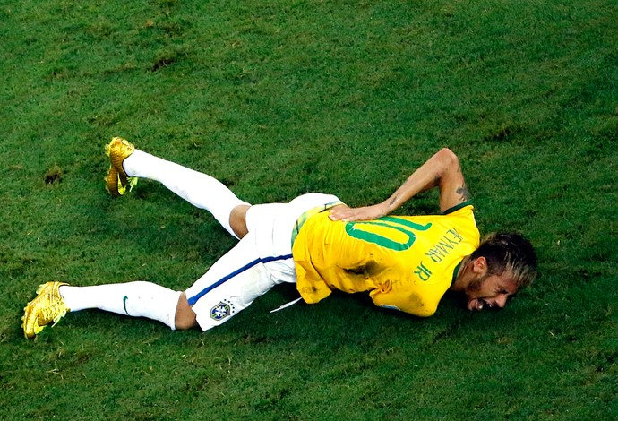 Neymar_joelhada_costas_colombiano