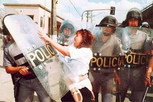 Conflito entre PMs e parentes de detentos Foto: Ormuzd Alves/Folha Imagem