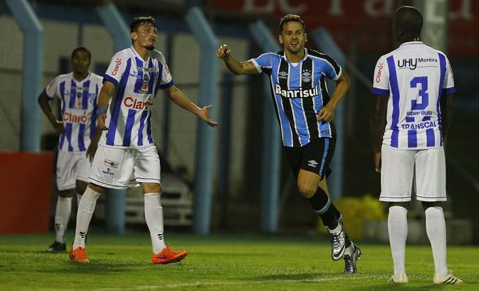 Grêmio enfrenta Brasil de Pelotas para deixar a lanterna do Gaúcho