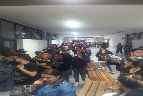 Multidão aguarda para dar o último adeus a MC Daleste