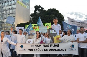 Médicos brasileiros protestam