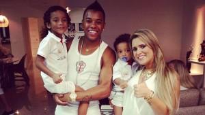 Robinho em 2012 passando o Ano Novo com a família