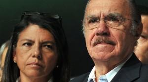 José Sarney (direita) defende a filha (esquerda)