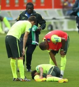 neymar torceu o pé