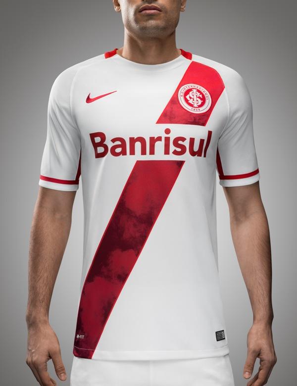 Uniforme reserva lembra o River Plate